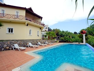 Holiday Villa with Private Pool ( 10 person capacity,near to Escape beach )