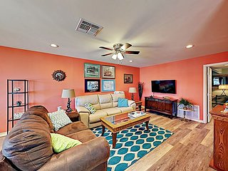 Sunny Upgraded 3BR House w/ Water Views - Close to Rockport Beach