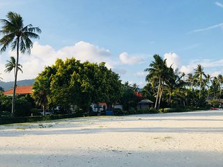 White House Villa Near The Beach