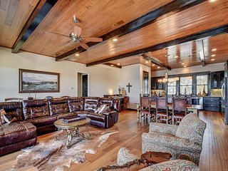 Amenities Grace this 3BR Lake Travis Villa - The Way Life Should Be