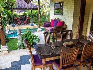 Villa Jasri Tiga - Villa with private pool, sea & volcano view!
