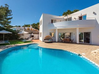 4 bedroom Villa with Pool and WiFi - 5047794