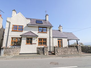 MORANEDD, pet-friendly, WiFi, in Newborough