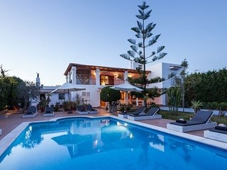 5 bedroom Villa with Pool and WiFi - 5621474