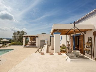 4 bedroom Villa with Pool and WiFi - 5047901