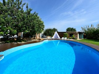 4 bedroom Villa with Pool and WiFi - 5802962