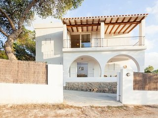 3 bedroom Villa with Pool, WiFi and Walk to Beach & Shops - 5047857