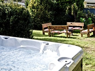 Evies Cottage, Brixham - A grade II listed family cottage with outdoor hot tub