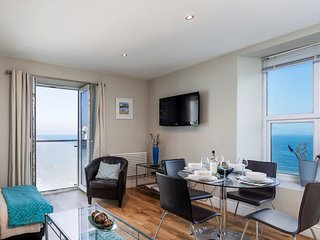 11 At The Beach, Torcross - Stylish beachside apartment with stunning sea views