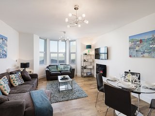 10 At The Beach, Torcross - A first floor pet friendly apartment with views over