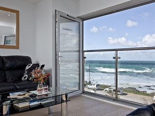 5 Fistral Beach - Modern coastal living with views over Fistral Beach