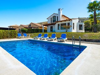 4 bedroom Villa with Pool, Air Con and WiFi - 5787109