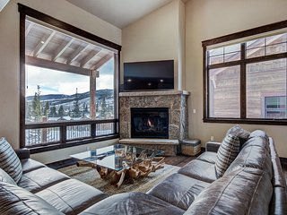 Brand New Construction 4 Bedroom in East Keystone! Amazing Views!