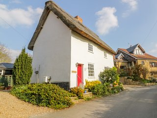 MULLBERRY TREE COTTAGE, WiFi, pet-friendly, in Ashwell