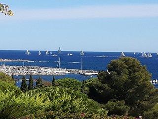 Luxueuse villa 250 m2 pour 8 pers. vue mer panoramique a 300 m de la plage