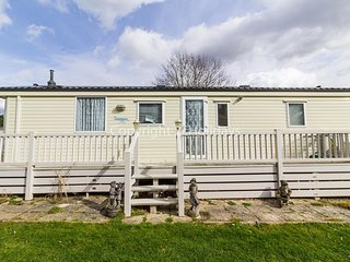 Luxury pet friendly caravan for hire at Breydon water in Norfolk ref 10089B