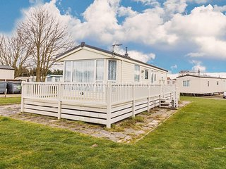 Static caravan for hire at Breydon water holiday park in Norfolk ref 10089
