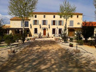 LS6-336 GARDIANO Beautiful rental with pool and jacuzzi in Vallabregues,12pers.