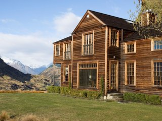 The Perfect Luxurious Lodge for Your and Your Family, minutes from Queenstown