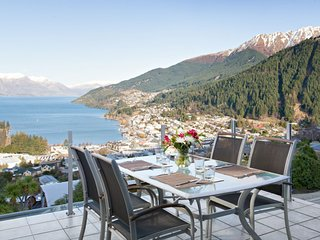 Penthouse Luxury Home with Majestic Queenstown Views, Villa Queenstown 1007