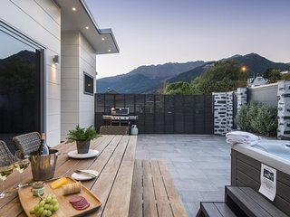 The Secret to Enjoying this Luxury Villa in Queenstown, with Outdoor Hot Tub