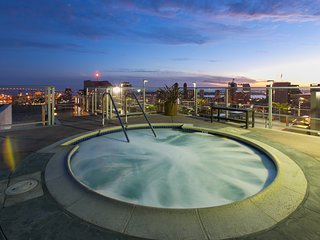 1 bed + loft, 1 bath in heart of San Diego!