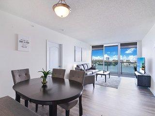 2BR Luxury home w sun deck+waterfront views