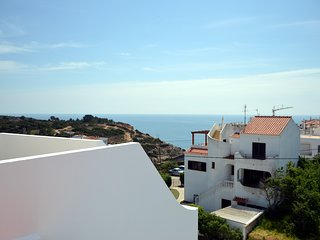 Sea view apartment in Benagil, 5 minutes walk to the beach, pool and parking