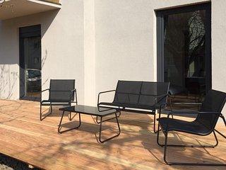 TINOsHOME Ferienwohnung mit Terrasse & Garten NEU