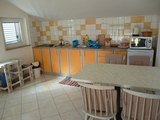 Razine Apartment Sleeps 4 with Air Con and WiFi - 5811403