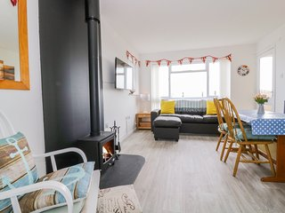 NO. 8 CASTAWAYS, Open-plan living, Woodburner, Off-road parking, Kessingland