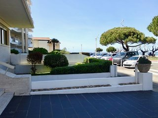 1 bedroom Apartment with WiFi and Walk to Beach & Shops - 5583542