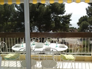 2 bedroom Apartment with WiFi and Walk to Beach & Shops - 5699708