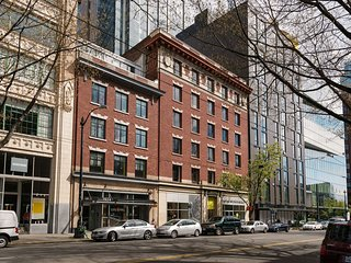 Astounding Stay Alfred Pike Place