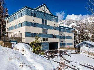 Incredible views and spacious condo close to ski and summer action