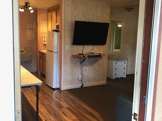 Black Hills Cabins & Motel at Quail's Crossing - Suite - 2 bedrooms - 2 pullouts