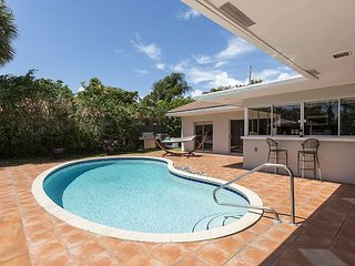 PRIVATE BACKYARD, 3 bedroom villa on the water. Brand new