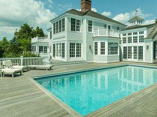 Luxury 6 Bedrooms 6 & 2.5 Bath w/ private pool, 12ppl Hot Tub overlooking Ocean.