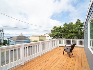 Comb the Sands From 'Avery Beach House' a Newly Renovated 4 Bedroom Home!