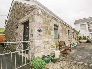 STABLE COTTAGE, close to beaches, off road parking, single-storey