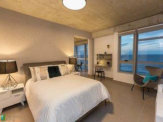 Spectacular Views 2 bedroom/ 2 baths - Las Olas Loft!