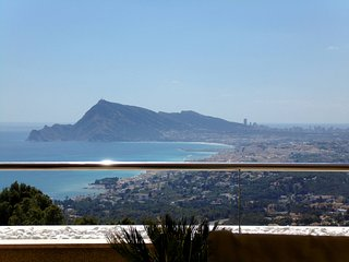 the most spectacular view of the Costa Blanca from this four persons apartment.