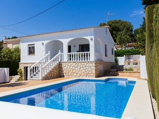 3 bedroom Villa with Pool and Walk to Beach & Shops - 5802000