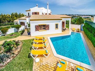 4 bedroom Villa with Air Con, WiFi and Walk to Beach & Shops - 5490150