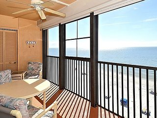 Villa Madeira 609 Top Floor Beach Front/Walk to everything/Beautiful beach!