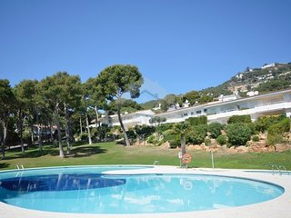3 bedroom Apartment with Pool and Air Con - 5785467