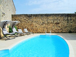 GITE WITH POOL - RENOVATED AND FURNISHED TO A HIGH STANDARD