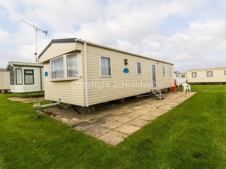 8 berth caravan for hire near Great Yarmouth in Norfolk ref 50059