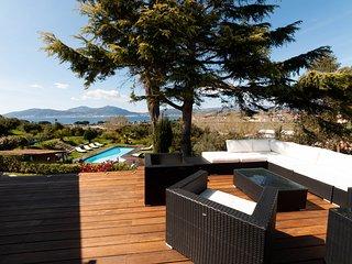 Porticcio centre : villa vue mer, piscine chauffee