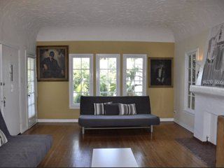Beautiful and spacious historic Fairfax Village apartment by the Grove in WeHo